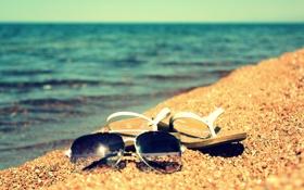 Обои песок, лето, вода, солнце, озеро, берег, очки