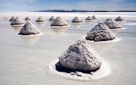 Обои песок, вода, отражение, пирамиды, соль