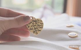 Картинка девушка, макро, сердце, рука, кулон