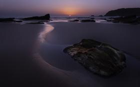 Картинка песок, море, небо, солнце, закат, горы, камни