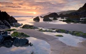Картинка песок, закат, камни, берег, Море, отлив