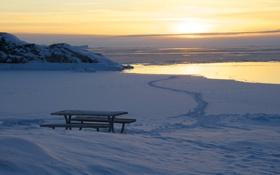Обои закат, гренландия, скамейка, океан, снег, стол, море