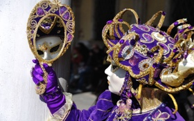Обои feathers, mirrors, Carnival in Venice, mask