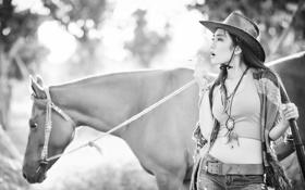 Картинка девушка, конь, сигарета