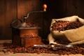 Картинка лопатка, кофемолка, кофе, зёрна, мешок, стол