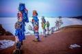 Картинка зима, небо, озеро, ленты, столбы, остров, Байкал