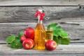 Картинка стакан, яблоки, бутылка, сок, листики