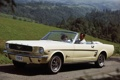 Картинка белый, фон, холмы, женщина, Mustang, Ford, Форд