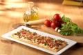 Картинка масло, еда, сыр, пирог, доска, томаты, блюдо