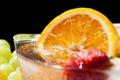 Картинка апельсин, клубника, виноград, напиток