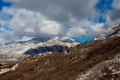 Картинка зима, снег, горы, дом, склон, кусты