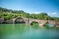 Картинка деревья, дома, склон, Италия, Тоскана, Борго-а-Моццано, мост Марии Магдалины