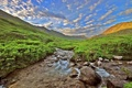 Картинка небо, облака, горы, река, ручей, камни, кусты