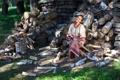 Картинка дрова, топор, настроение, девочка