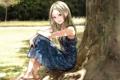 Картинка трава, девушка, природа, дерево, аниме, арт, сидит