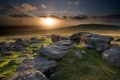 Картинка поле, закат, камни