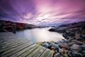 Картинка небо, тучи, камни, дома, залив, мостик