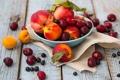 Картинка вишня, ягоды, тарелка, фрукты, натюрморт, персики, смородина