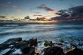 Картинка море, волны, солнце, тучи, камни, горизонт