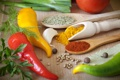 Картинка лук, перец, помидор, чеснок, лавровый лист, карри