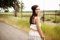 Картинка дорога, трава, взгляд, девушка, улыбка, брюнетка, Savanna