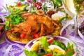 Картинка праздник, бокал, курица, салат, жареная, гарнир, жареная курица