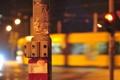 Картинка город, вечер, фонарный столб, переключатели