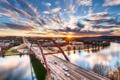 Картинка небо, солнце, облака, закат, машины, мост, город