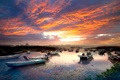 Картинка яркие краски, облака, город, озеро, лодки