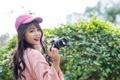 Картинка фотоаппарат, фон, девушка, улыбка, настроение