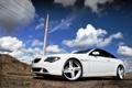 Картинка белый, небо, облака, тюнинг, бмв, столб, BMW