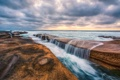 Картинка море, волны, облака, камень, горизонт, щель