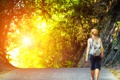 Картинка дорога, девушка, солнце, путь, рюкзак