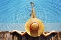 Картинка шляпа, бассейн, бортик, ноготки