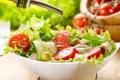 Картинка зелень, масло, тарелка, помидоры, оливки, огурцы, салат