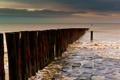 Картинка море, камни, столбы, ряд, булыжники