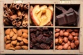 Картинка коробка, яблоки, шоколад, орехи, корица, миндаль, фундук
