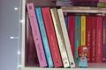 Картинка фон, обои, настроения, игрушка, книги, полка, книжки