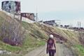 Картинка трава, девушка, завод, человек, весна, развалины, руины