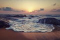 Картинка волны, пляж, небо, солнце, облака, закат, скалы