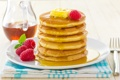 Картинка ягоды, малина, тарелка, кувшин, вилка, мёд, блины