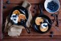 Картинка черника, завтрак, оладьи, блинчики, сметана, ягоды