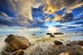 Картинка море, волны, небо, солнце, облака, брызги, камни