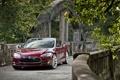 Картинка деревья, красный, мост, седан, передок, Tesla, Тесла