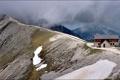 Картинка снег, горы, тучи, дом, вершины