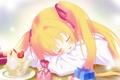 Картинка праздник, подарок, сон, аниме, клубника, девочка, бантик
