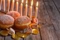 Картинка буквы, свечи, пончики