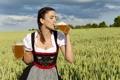 Картинка поле, девушка, облака, пиво