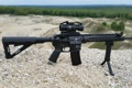 Картинка оружие, гравий, AR-15, штурмовая винтовка, сошка