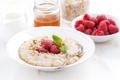 Картинка ягоды, малина, мед, орехи, мята, каша, овсянка